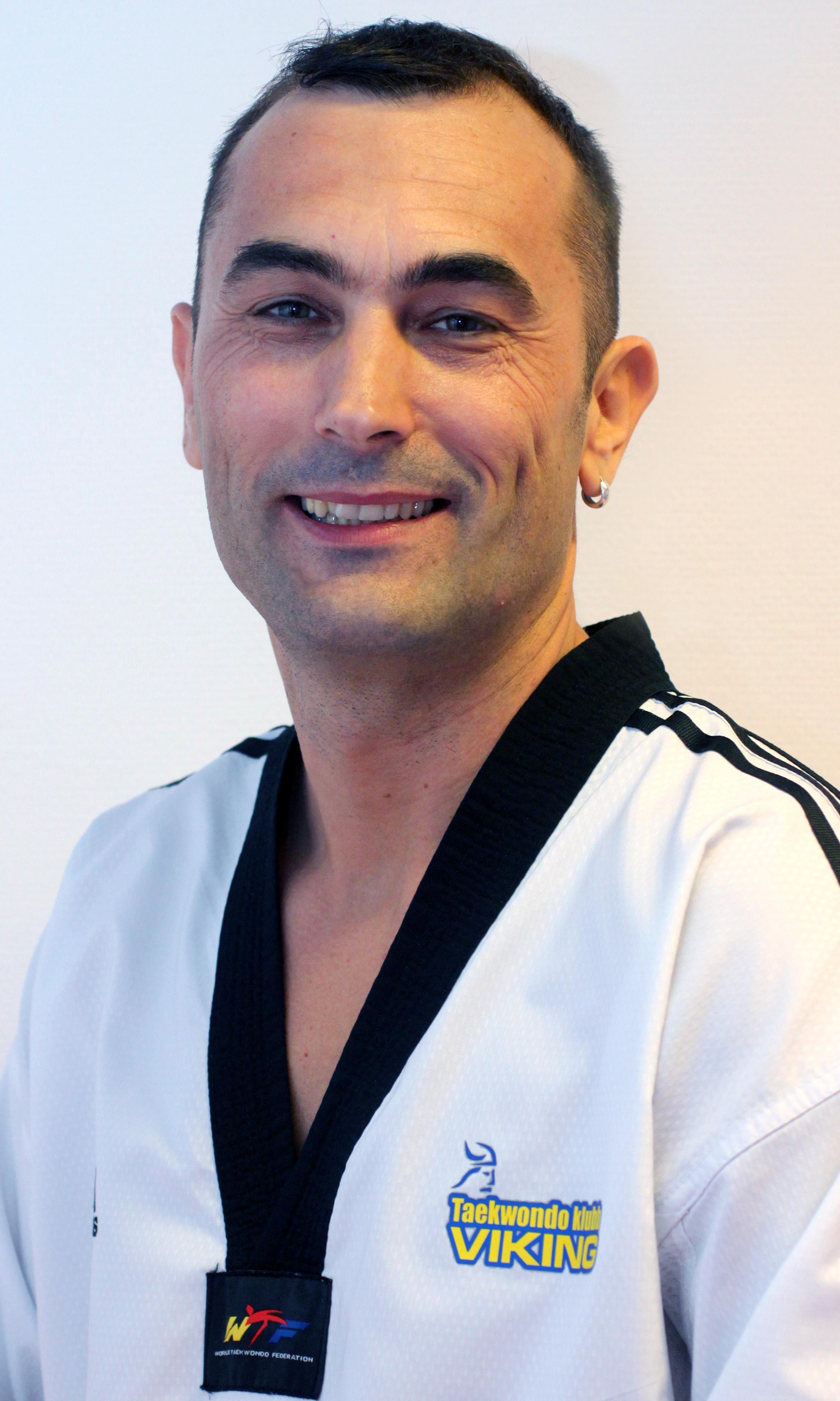 Dario J.